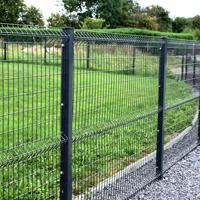Pose de clôture métallique et portail